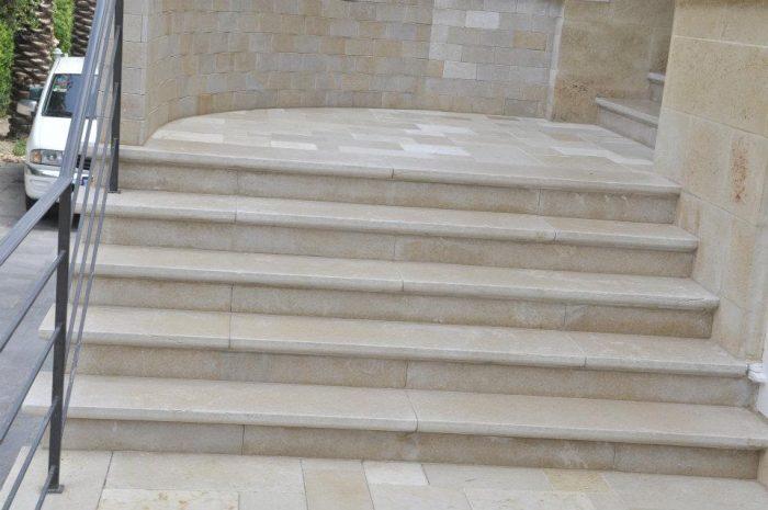 מדרגות מחופות באפן גלילית