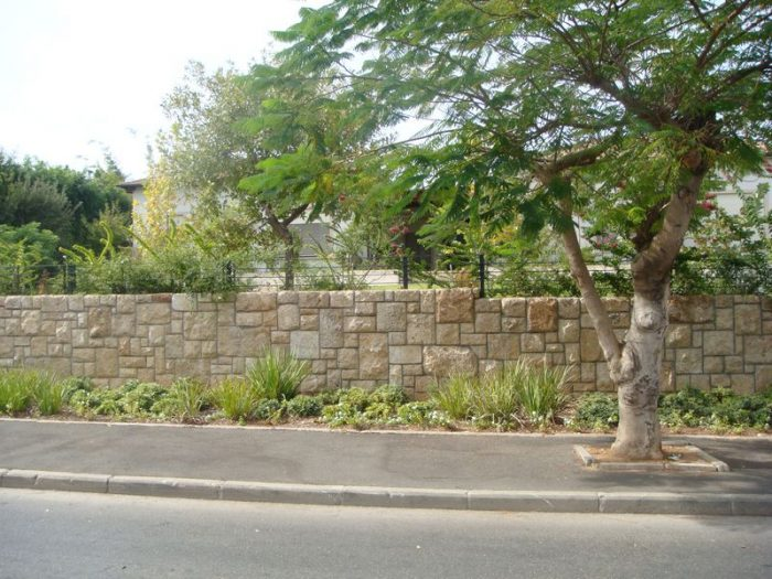 חיפוי חומה באבן טבעית