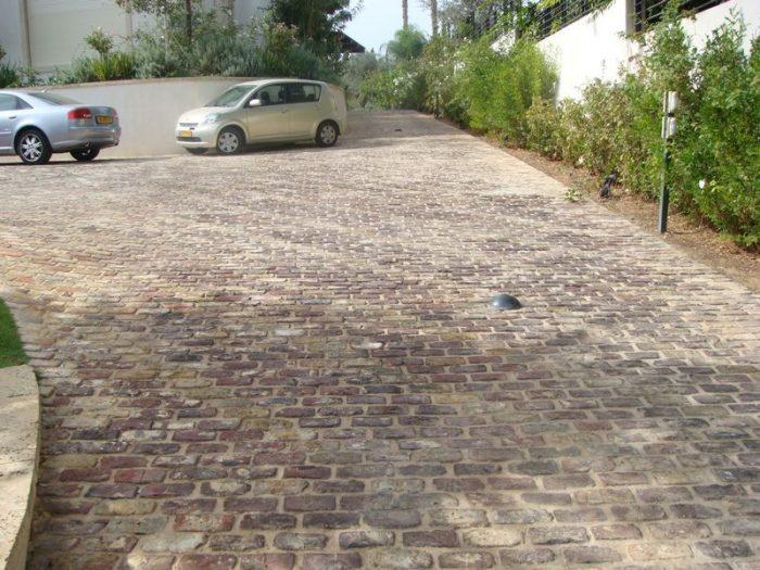 ריצוף חניה חיצונית באבן טבעית