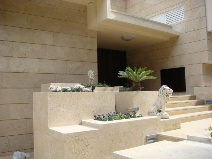 אבן כורכר בריצוף וחיפוי של בית פרטי