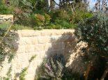 חומה חיצונית מחופה באבן טבעית